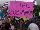 V Thajsku demonstrují proti vládě desetitisíce lidí.
