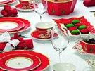 Vánoce jsou nejlepší příležitostí ke společenskému stolování a pečlivému sladění porcelánu, skla i příborů.