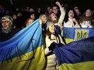 Opozice uspo��dala v Kyjev� demonstraci proti vl�dn�mu rozhodnut� nepokra�ovat