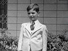 Fotografie z roku 1947. Milan Uhde jako sekundán královopolského gymnázia
