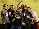 Kapela během vyhlašování koncertovala v Kutné Hoře, oslavy zakončila v hotelu.