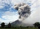 Sopka Mount Sinabung na Sumatře se opět probudila k životu (Indonésie, 24....