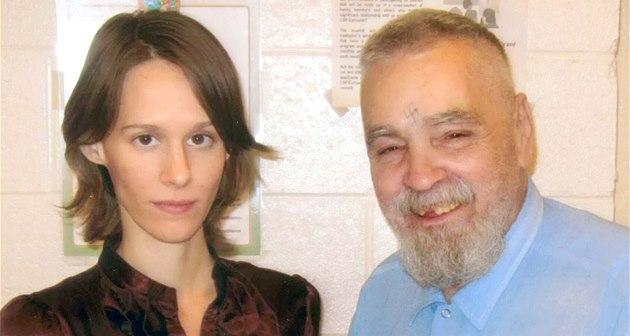 Charles Manson a jeho fanynka Star, která si chce masového vraha vzít za
