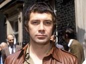 Britský herec Lewis Collins se proslavil rolí agenta Bodieho v televizním