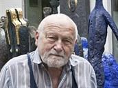 Olbram Zoubek ve svém ateliéru
