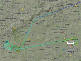 Trajektorie letu Airbusu A320 letícího z Moskvy, který namísto v Karlových...