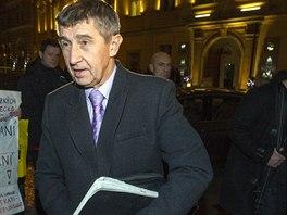 Šéf hnutí ANO Andrej Babiš přichází na jednání o vládě s ČSSD do Lidového domu