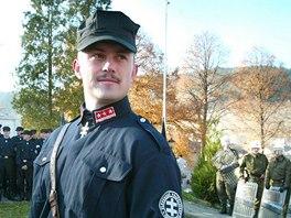 Marian Kotleba se v minulosti často objevoval na veřejnosti v černé uniformě,