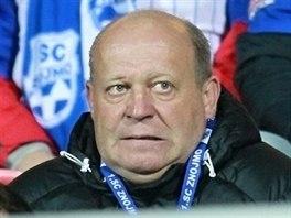 Znojemský trenér Leoš Kalvoda (vlevo) na tribuně.
