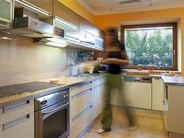 Kuchyně, kterou zaslali manželé Bravencovi. Vše má také své místo buď na...
