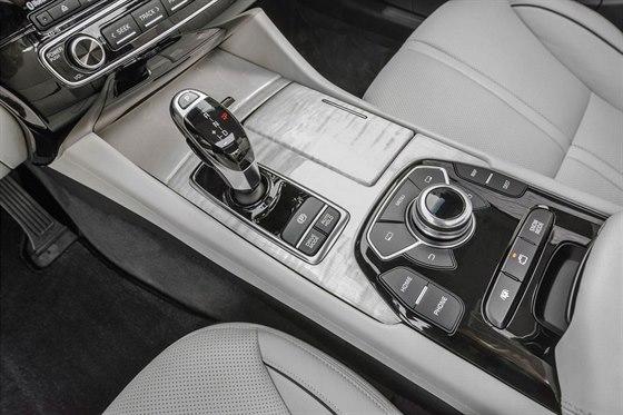 Luxusn� sedan Kia K900