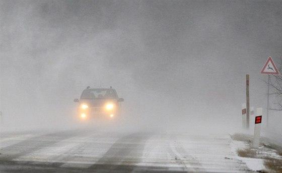 Sobotní ráno 7. prosince bylo v obci Příseka na Vysočina po řidiče náročné.