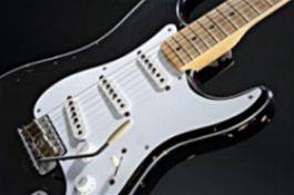 """Kytara """"Blackie"""" Erika Claptona, která byla v roce 2004 vydražena za 959 tisíc"""