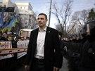 Šéf opoziční strany Udar Vitalij Kličko před budovou ukrajinského parlamentu...
