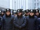 Ukrajinští policisté střeží centrum Kyjeva (3. prosince 2013)