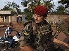 Francouzský voják hlídkuje v ulicích středoafrického Bangui (5. prosince 2013)
