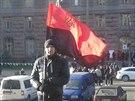 Stoupenec ukrajinské strany Svoboda na kyjevském Chreščatiku (4. prosince 2013)