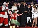 Barack Obama ve Washingtonu slavnostně rozsvítil vánoční strom a vzpomenul na...