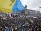 V centru Kyjeva se sešly statisíce demonstrantů. Chtějí sblížení své země s EU