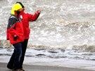 S blížícím se orkánem se zvedly vlny na pobřeží Severního moře v Dagebuell na...