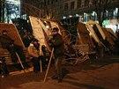 Davy demonstrantů v srdci Kyjeva, na Náměstí Nezávislosti a hlavním kyjevském...