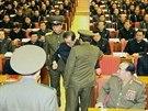 Policisté odváději Čang Song-tcheka přímo z politického shromáždění v...