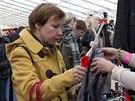 Za dvacetikorunové vstupné dostal každý příchozí stylovou tašku se sobotními novinami MF DNES a malým dárkem.
