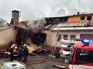 Na Jesenicku vzplanula střecha průmyslového objektu, na místě zasahovalo pět...