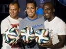 BRAZUCA Bývalý nizozemský reprezentant Clarence Seedorf (vpravo), bývalý...