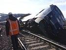 Vlak příměstské železnice Metro North jel před nehodou v zatáčce v Bronxu