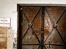 Vstup do kotelny v historické části kasáren.