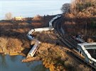 V newoyrské čtvrti Bronx vykolejil vlak. Nehoda se neobešla bez ztrát na...