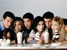 Matthew Perry, Jennifer Anistonov�, David Schwimmer, Courteney Coxov�, Matt LeBlanc a Lisa Kudrowov� v seri�lu P��tel� (1994)