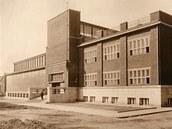 Budova ostravského Domu umění nedlouho po dokončení stavby v roce 1926.