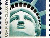 """Známka Americké pošty s """"falešnou"""" sochou Svobody."""