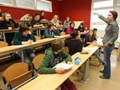 Střední školu navštěvují také studenti z ciziny, ti ze Slovenska mohou denně...