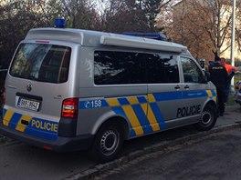 Policie u nálezu mrtvého muže na rohu ulic Ostružinová a Tulipánová na pražském...