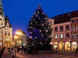 Vánoční strom na libereckém náměstí.