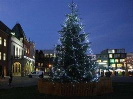 Vánoční trom na náměstí Míru ve Zlíně.