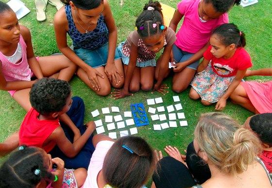 Veselá výuka angličtiny s místními dětmi