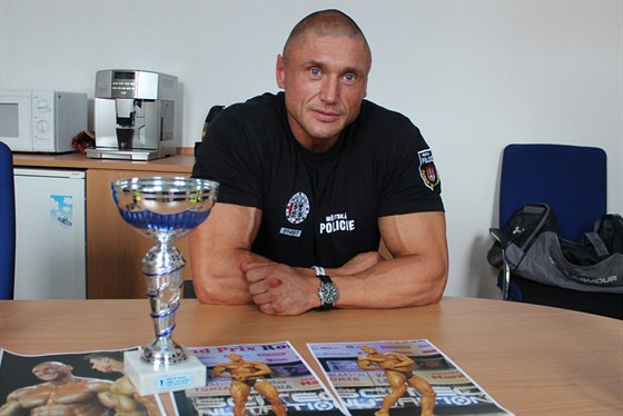 Daniel Petrejčík z pohárem za vítězství v Grand Prix Ronnie.cz v Březnici.