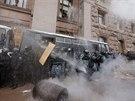 V centru Kyjeva zasáhli těžkooděnci proti Ukrajincům, kteří demonstrují za...