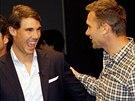 SRANDA. �pan�lský tenista Rafael Nadal se sm�je na ukrajinského fotbalistu...