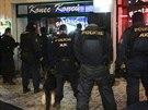 Policie v centru Prahy zasahovala proti ruským chuligánům, 15 z nich skončilo...
