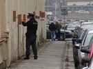 Policisté kvůli loupežnému přepadení uzavřeli ulici Na Valentince na pražském...