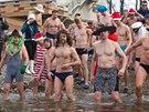 Skupina pražských otužilců se vydává na symbolické kolečko do Vltavy po...