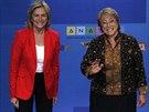 Michelle Bacheletov� (vpravo) s velkou p�evahou porazila kandid�tku vl�dn�ch...