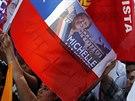 P��znivci Michelle Bacheletov� oslavuj� po ohl�en� v�sledk� prezidentsk�ch...