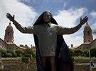 Před sídlem vlády v jihoafrické metropoli Pretorii odhalili devět metrů vysokou...