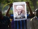 Se zesnulým exprezidentem se i v Pretorii navzdory časným ranním hodinám přišly...